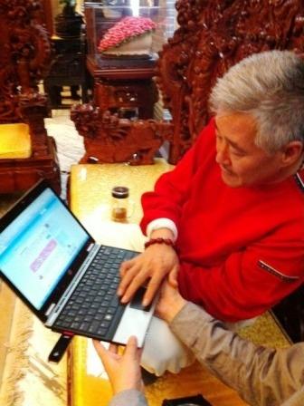 赵本山在看自己开通的微博